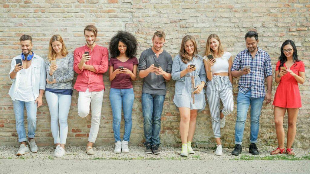 Geração Z: jovens de 18 a 24 anos confiam nas marcas que apoiam causas sociais